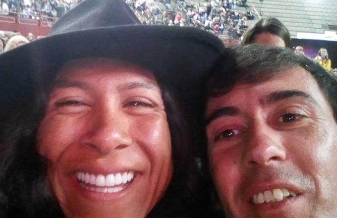 Diego moscoso con hermanos ruiz en evento de desarrollo personal en Madrid.